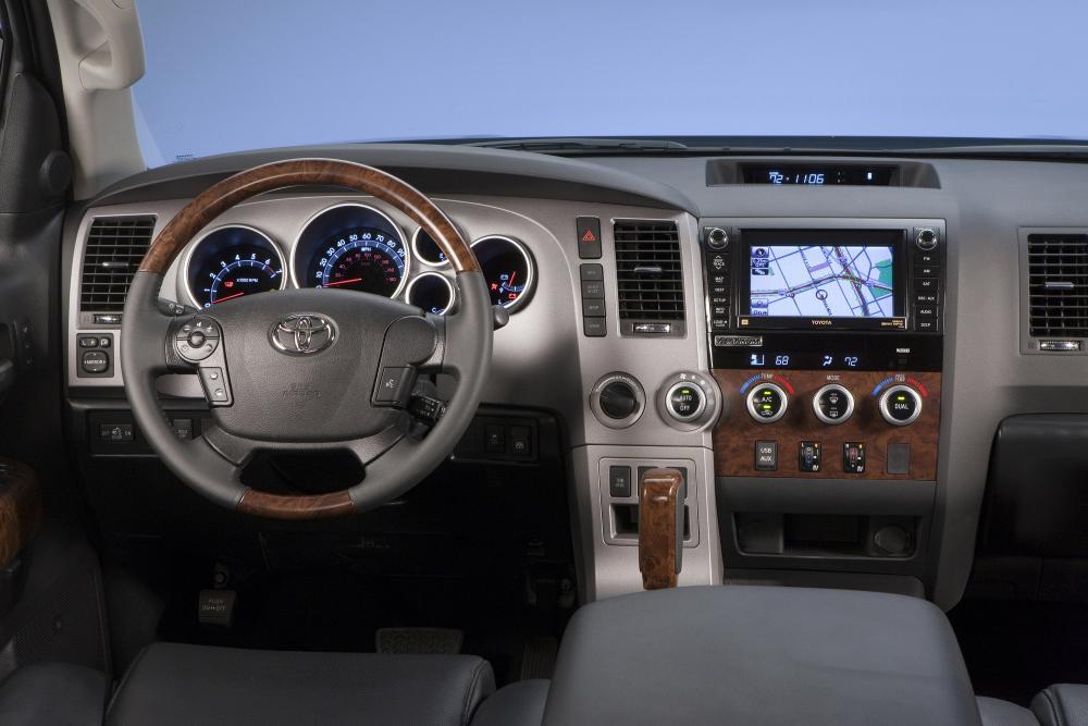 Toyota Tundra 2 поколение [рестайлинг] (2009-2013) Crew Max пикап 4-дв. интерьер