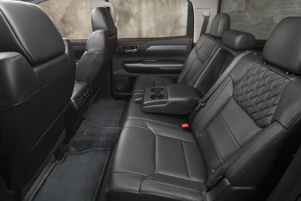Toyota Tundra 2 поколение [2-й рестайлинг] (2014-2017) CrewMax пикап 4-дв. интерьер