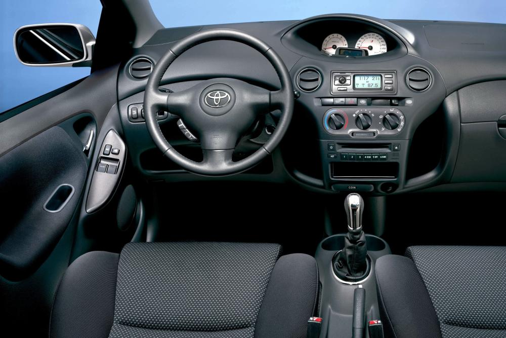 Toyota Yaris P1 [рестайлинг] (2003-2005) Хетчбэк 5-дв. интерьер