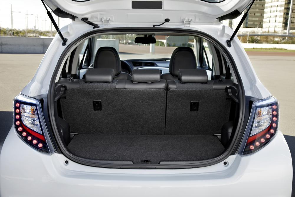 Toyota Yaris 3 поколение XP130 (2012-2014) Hybrid хетчбэк 5-дв. багажник
