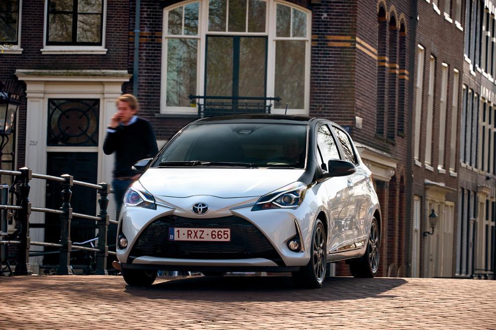 Toyota Yaris 3 поколение XP130 [2-й рестайлинг] (2017-2020) хэтчбек