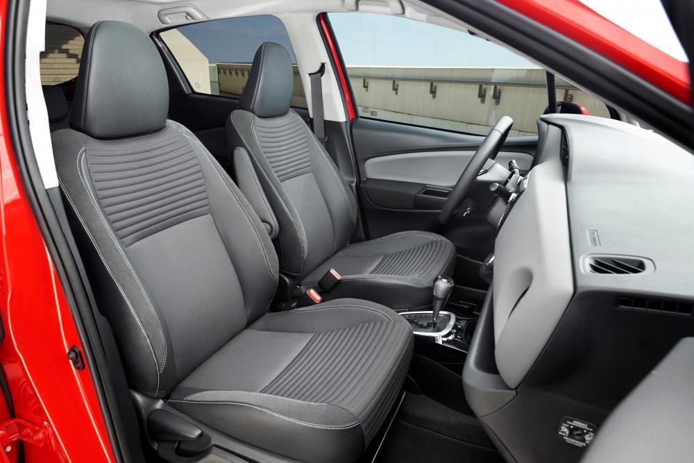 Toyota Yaris 3 поколение XP130 [рестайлинг] (2014-2017) хэтчбек 3-дв. интерьер