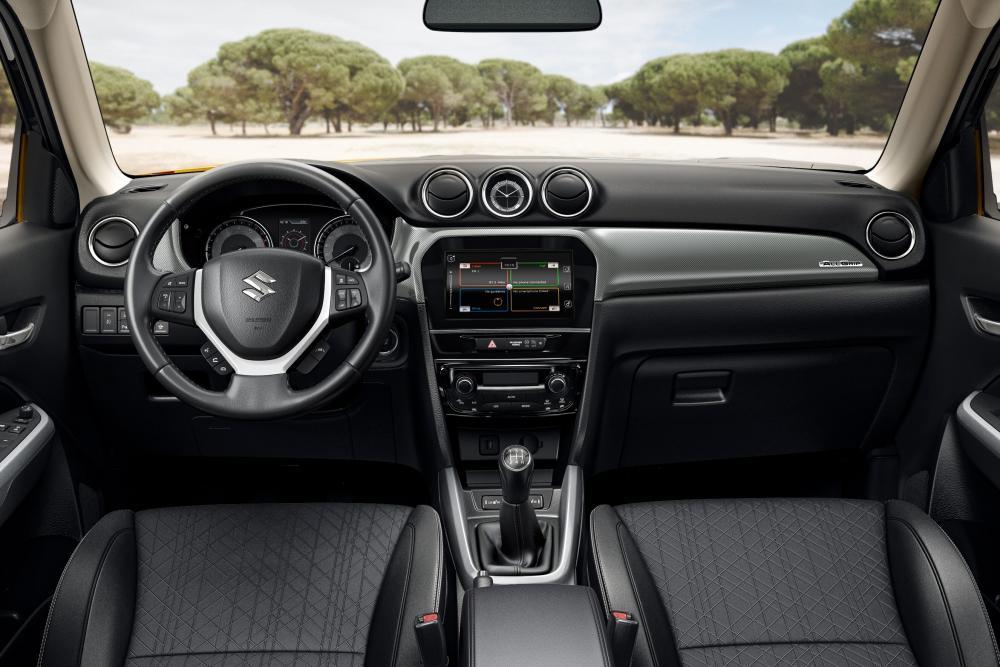 Suzuki Vitara 2 поколение рестайлинг интерьер