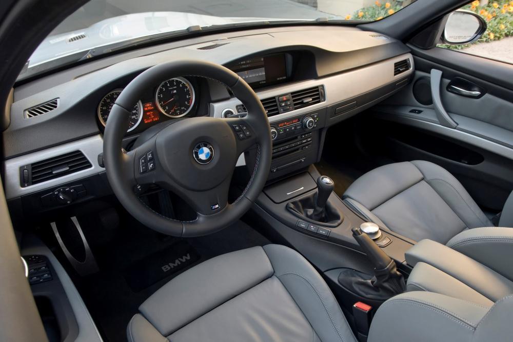 BMW M3 E90 (2007-2013) Седан интерьер