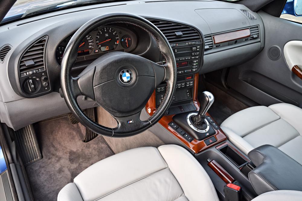 BMW M3 E36 (1994-1999) Седан интерьер