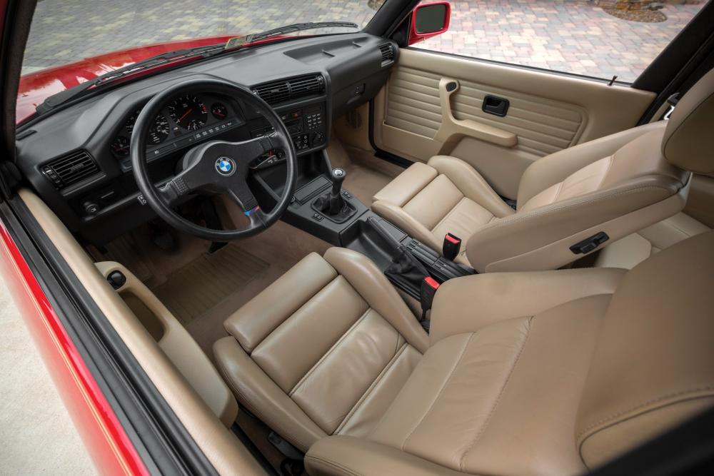 BMW M3 E30 (1986-1993) Седан интерьер