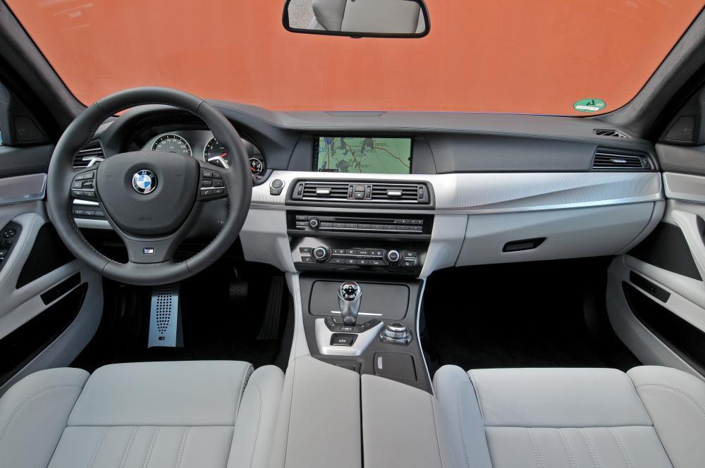 BMW M5 F10 (2011-2013) Седан интерьер