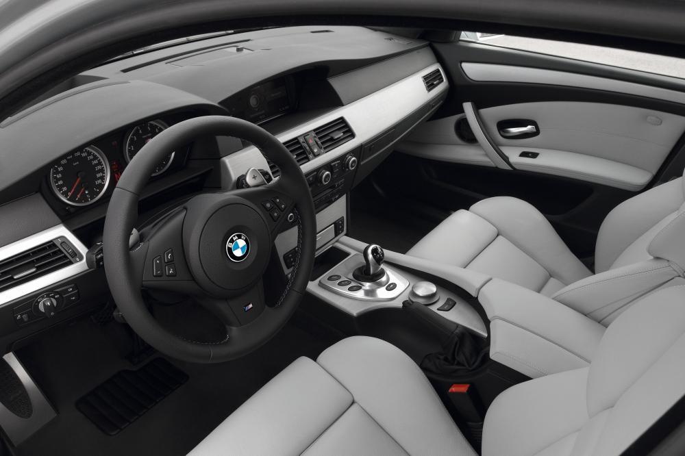 BMW M5 E61 (2007-2010) Touring универсал интерьер