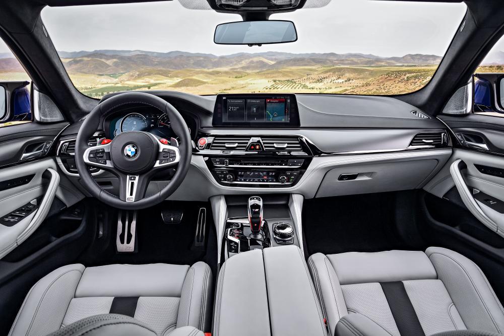 BMW M5 F90 (2017-2020) Седан интерьер
