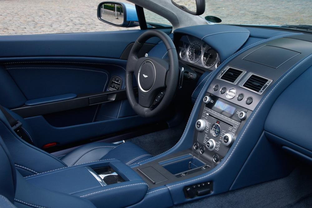 Aston Martin Vantage 3 поколение рестайлинг V8 родстер 2-дв. интерьер