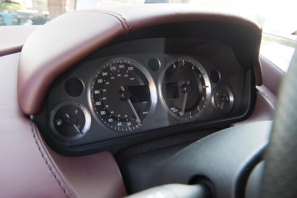 Aston Martin Vantage 3 поколение рестайлинг V8 родстер 2-дв.