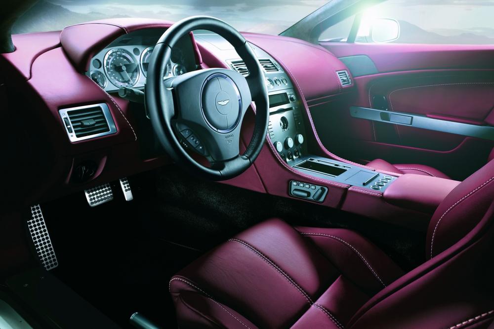 Aston Martin Vantage 3 поколение V8 купе 2-дв. интерьер