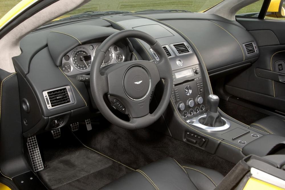 Aston Martin Vantage 3 поколение V8 родстер 2-дв. интерьер