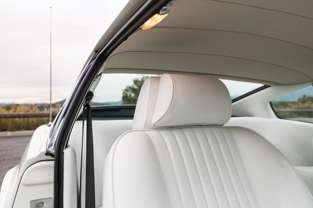 Aston Martin Vantage 1 поколение V8 купе интерьер