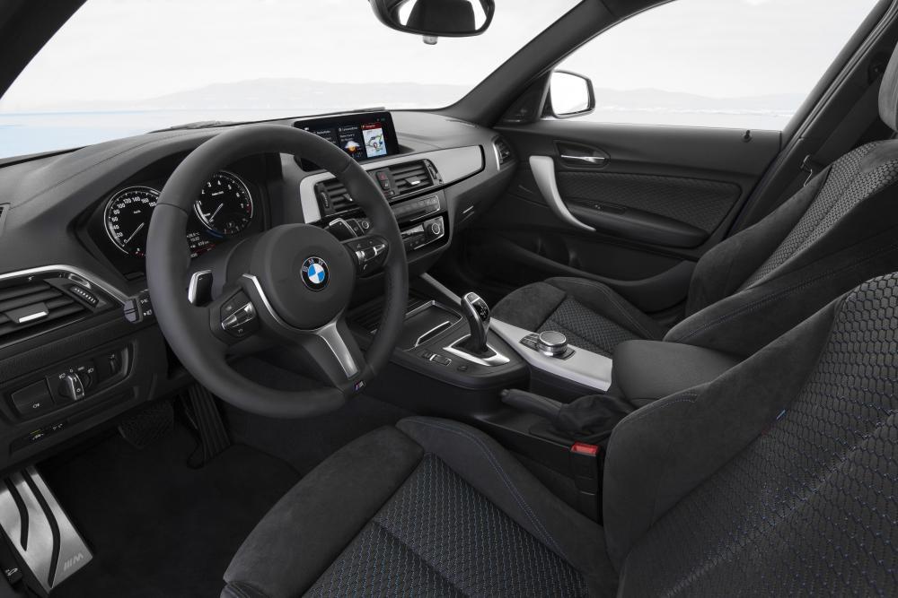 BMW 1 серия 2 поколение F20/F21 рестайлинг интерьер