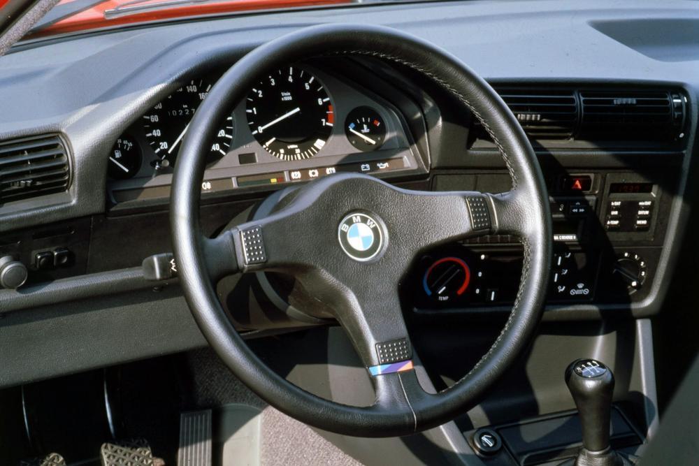 2 поколение E30 [рестайлинг] (1987-1994) интерьер
