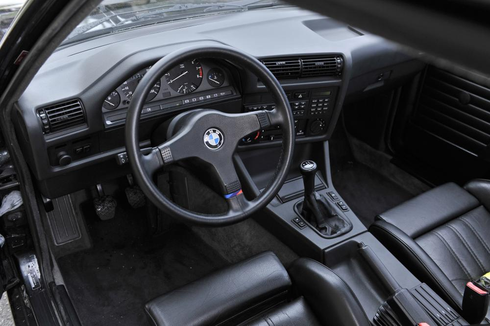 BMW 3 серия E30 рестайлинг купе интерьер
