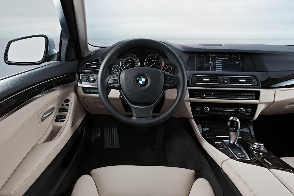 BMW 5 серия 6 поколение F10 (2009-2013) Седан интерьер