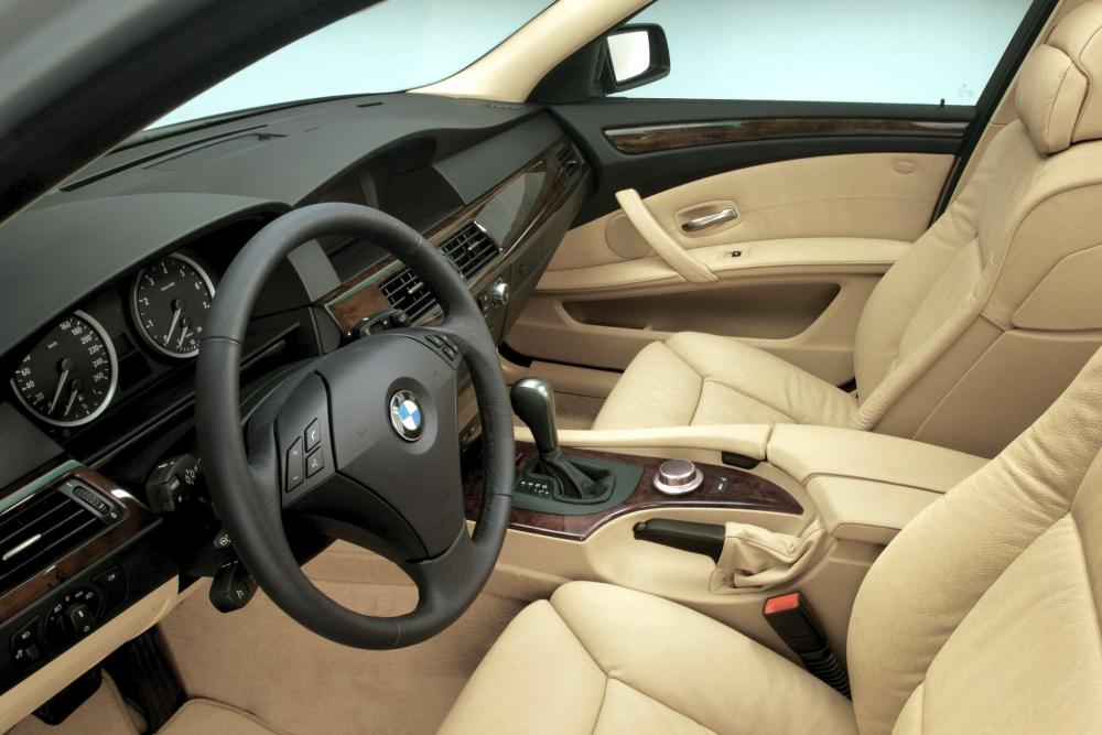BMW 5 серия 5 поколение E60 (2003-2007) Седан интерьер