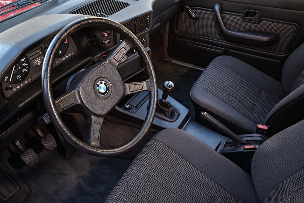 BMW 5 серия 2 поколение E28 (1981-1988) Седан интерьер