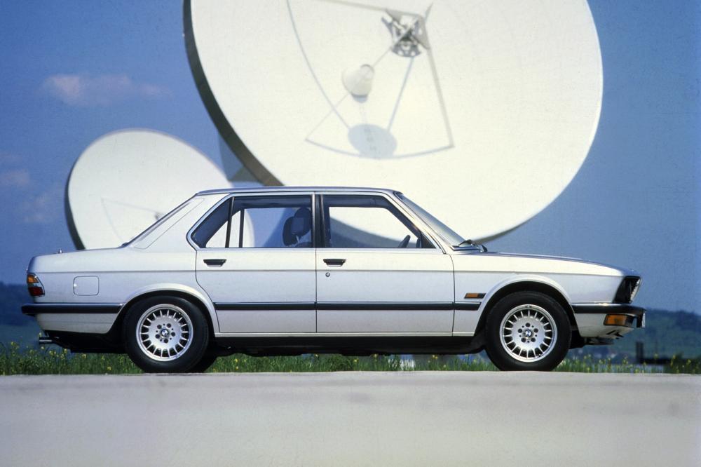 BMW 5 серия 2 поколение E28 (1981-1988) Седан