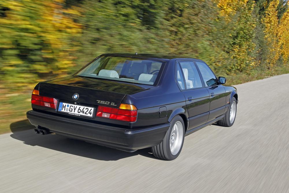 BMW 7 серия 2 поколение E32 (1986-1994) Седан