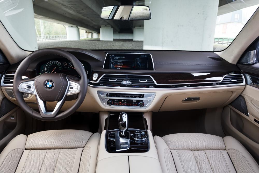 BMW 7 серия 6 поколение G11/G12 (2015-2019) Седан интерьер