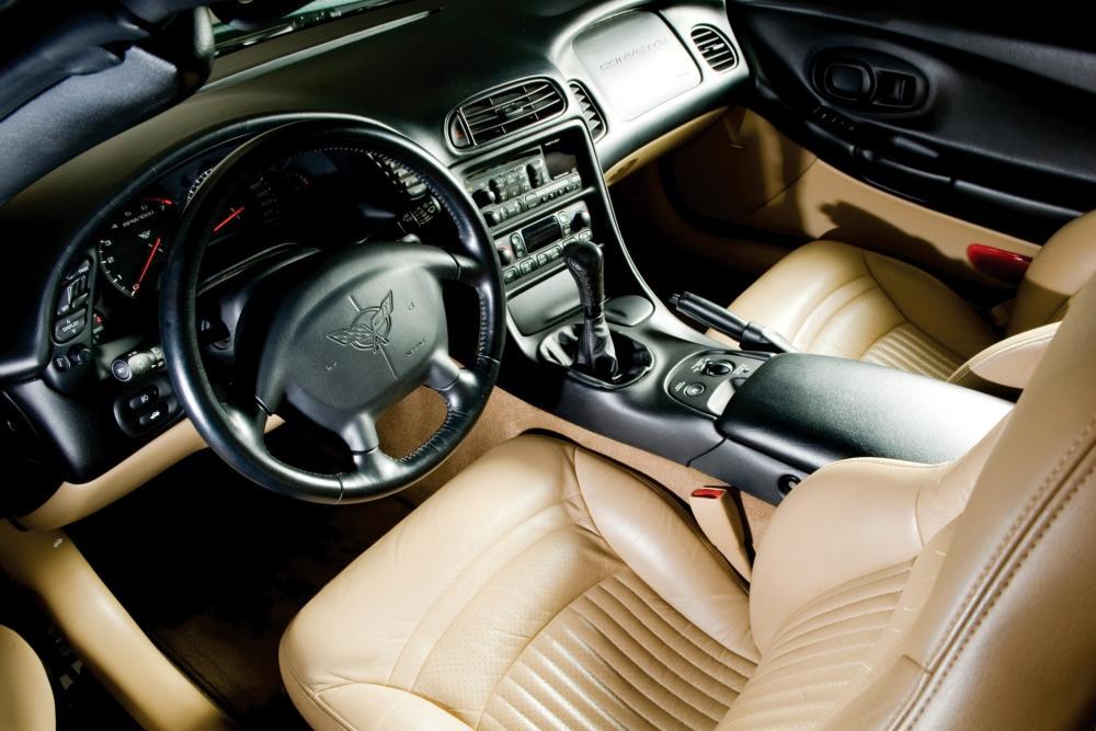 Chevrolet Corvette C5 Кабриолет 2-дв. интерьер