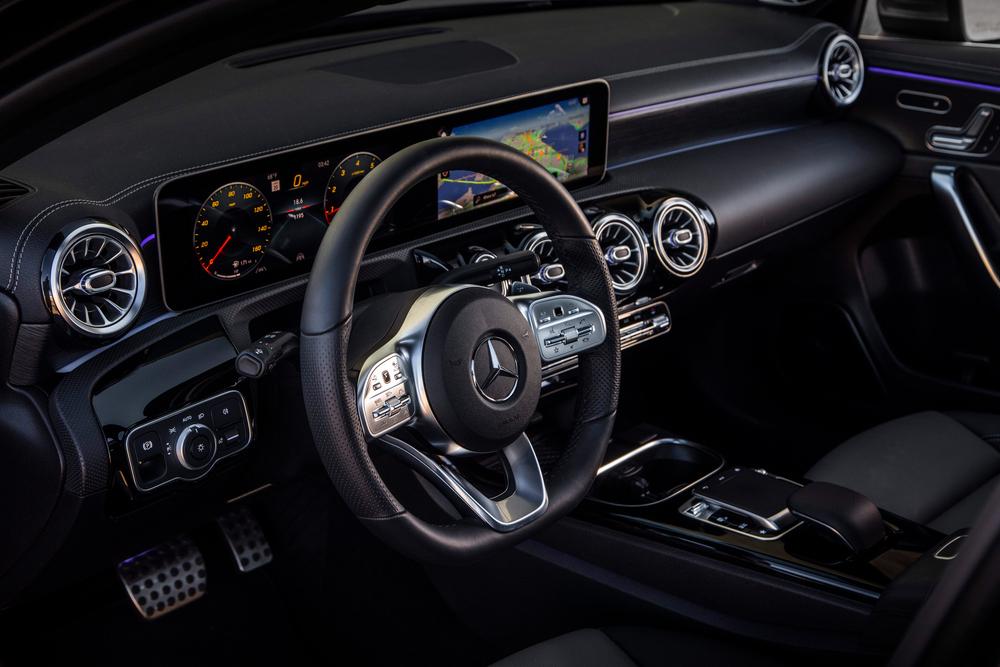 Mercedes-Benz A-Класс W177/V177 (2018) Седан интерьер