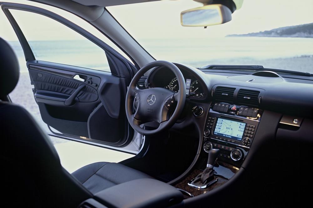 Mercedes-Benz C-Класс S203 рестайлинг (2004-2007) Универсал 5-дв. интерьер