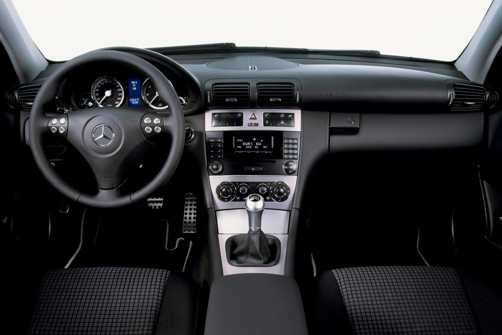 Mercedes-Benz C-Класс CL203 рестайлинг (2004-2007) Купе интерьер
