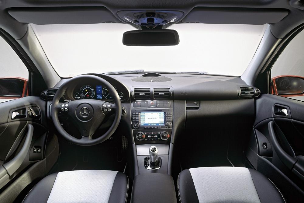 Mercedes-Benz C-Класс CL203 (2001-2004) Купе 3-дв. интерьер