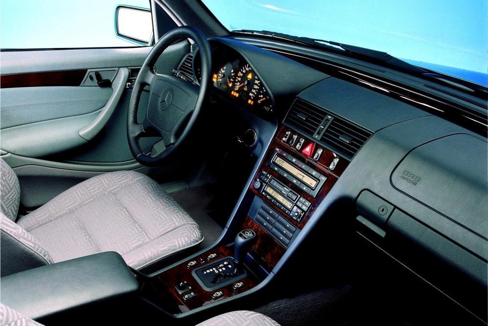 Mercedes-Benz C-Класс S202 рестайлинг (1997-2001) Универсал интерьер