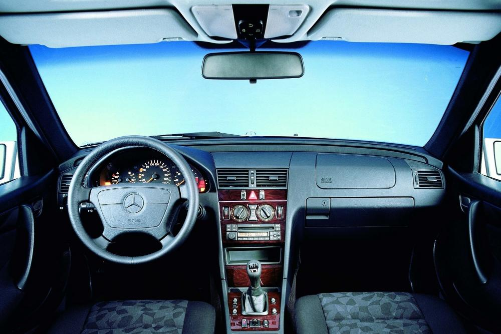 Mercedes-Benz C-Класс W202 (1993-1997) Седан интерьер