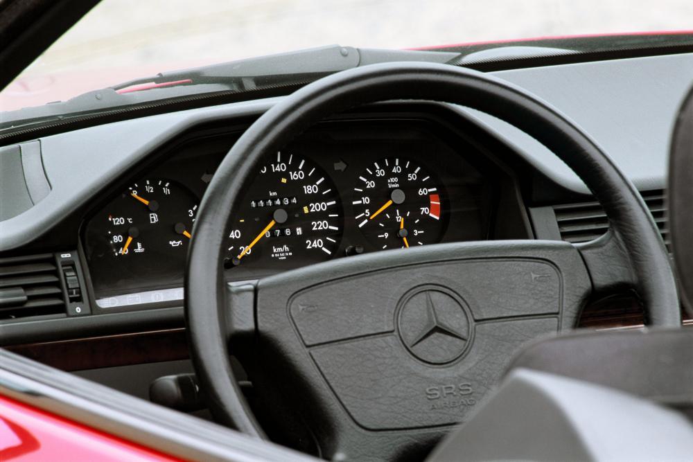 Mercedes-Benz E-Класс W124 2-й рестайлинг (1993-1997) Кабриолет интерьер