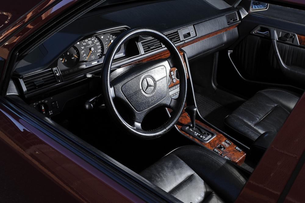 Mercedes-Benz E-Класс W124 рестайлинг (1989-1993) 500E седан интерьер