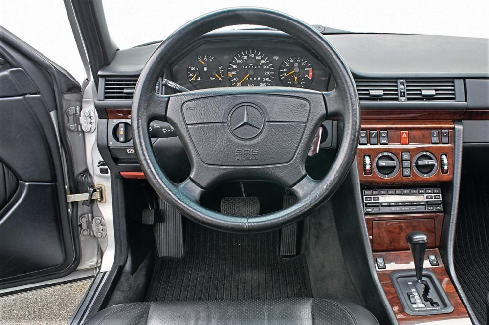Mercedes-Benz E-Класс W124 рестайлинг (1989-1993) 500E седан торпедо
