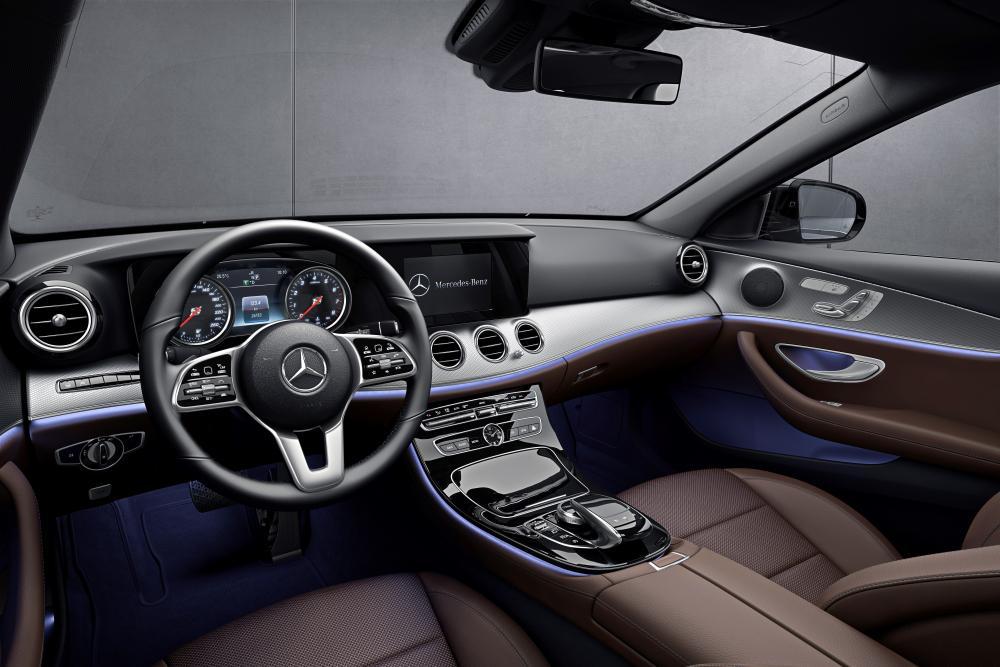 Mercedes-Benz E-Класс W213 (2016) Седан 4-дв. интерьер
