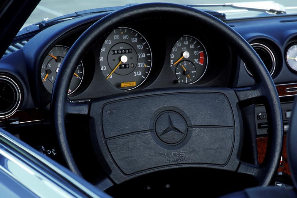 Mercedes-Benz SL-Класс C107 Купе интерьер