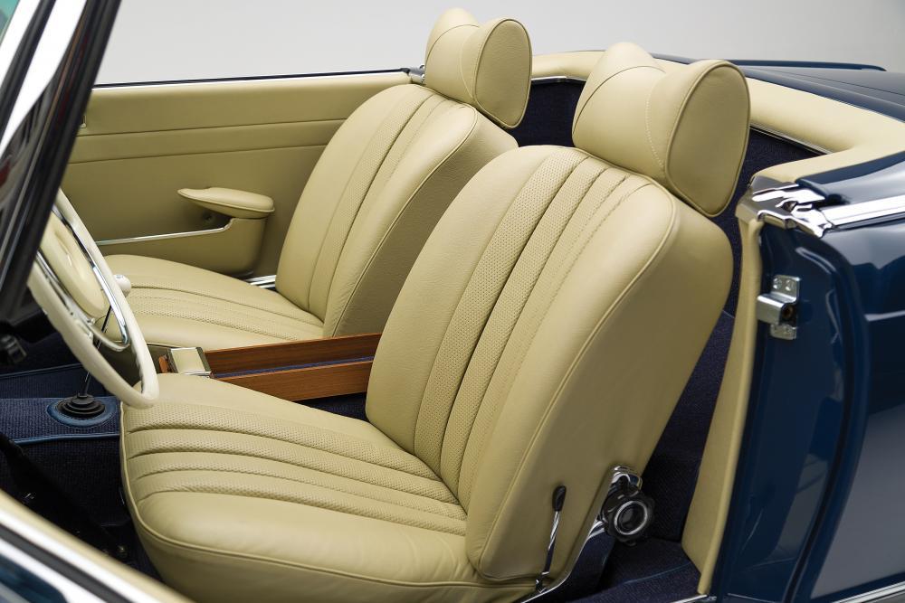 Mercedes-Benz SL-Класс W113 Родстер интерьер