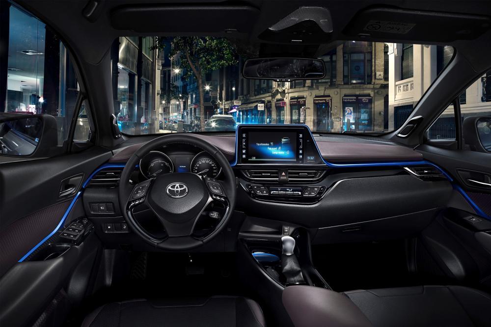 Toyota C-HR 1 поколение (2016-2020) Хетчбэк интерьер