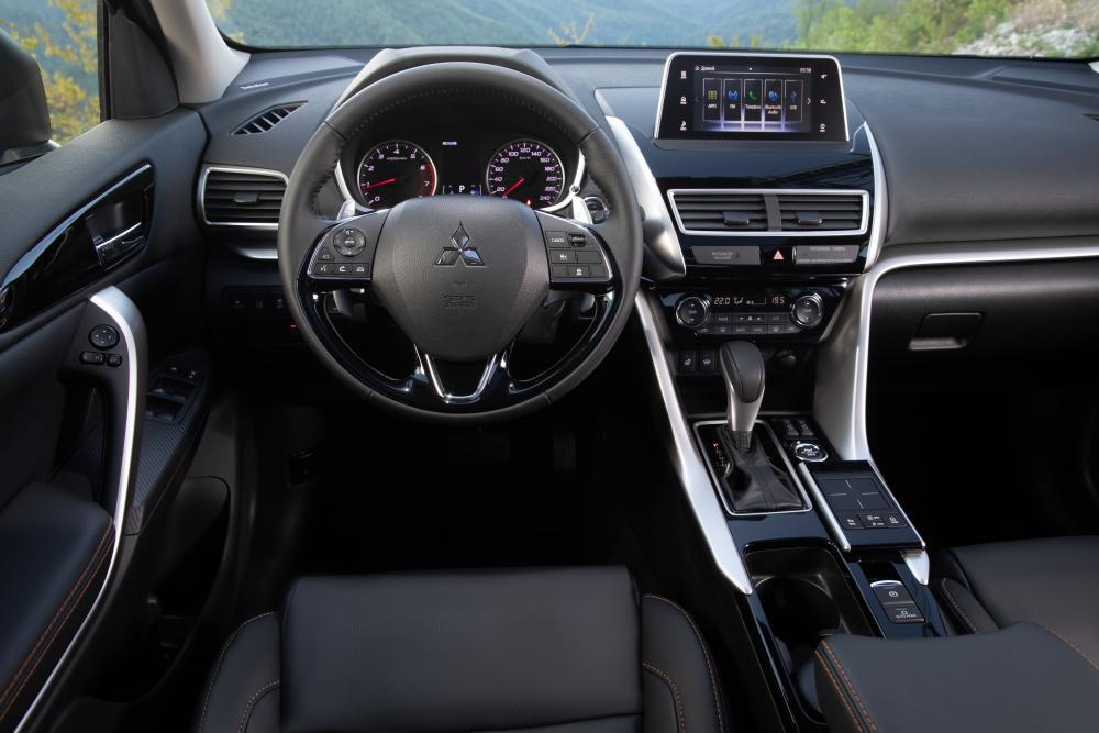 Mitsubishi Eclipse Cross 1 поколение интерьер