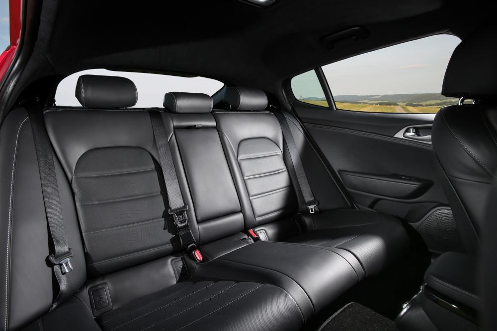 Kia Stinger 1 поколение (2017) GT лифтбэк интерьер