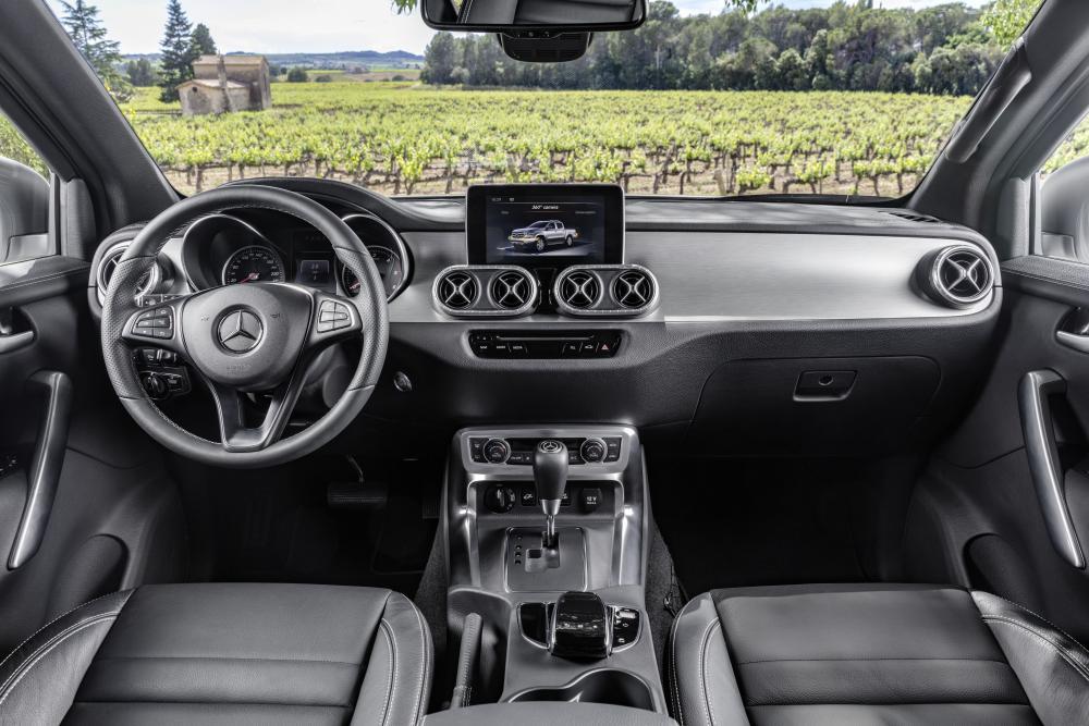 Mercedes-Benz X-Класс кабина, передняя панель