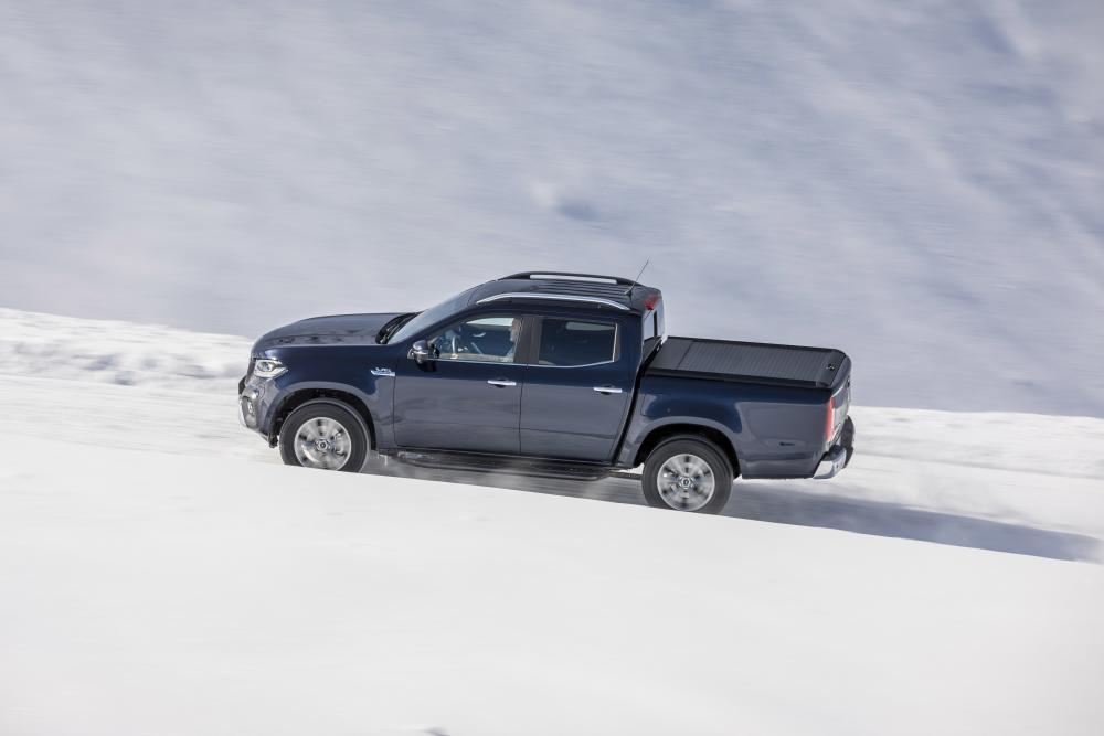 Mercedes-Benz X-Класс зимой в горах
