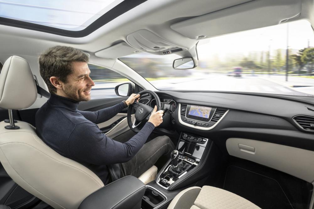 Opel Grandland X 1 поколение кроссовер интерьер