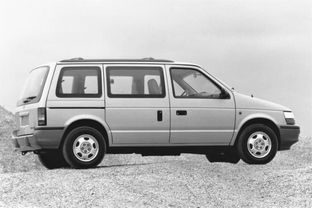 Chrysler Voyager 2 поколение (1990-1995) Минивэн