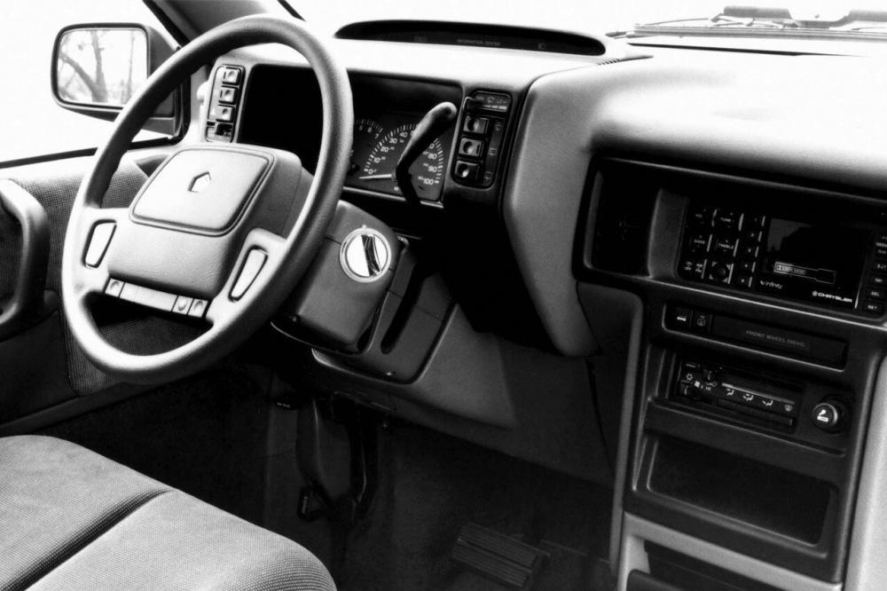 Chrysler Voyager 2 поколение (1990-1995) Минивэн интерьер