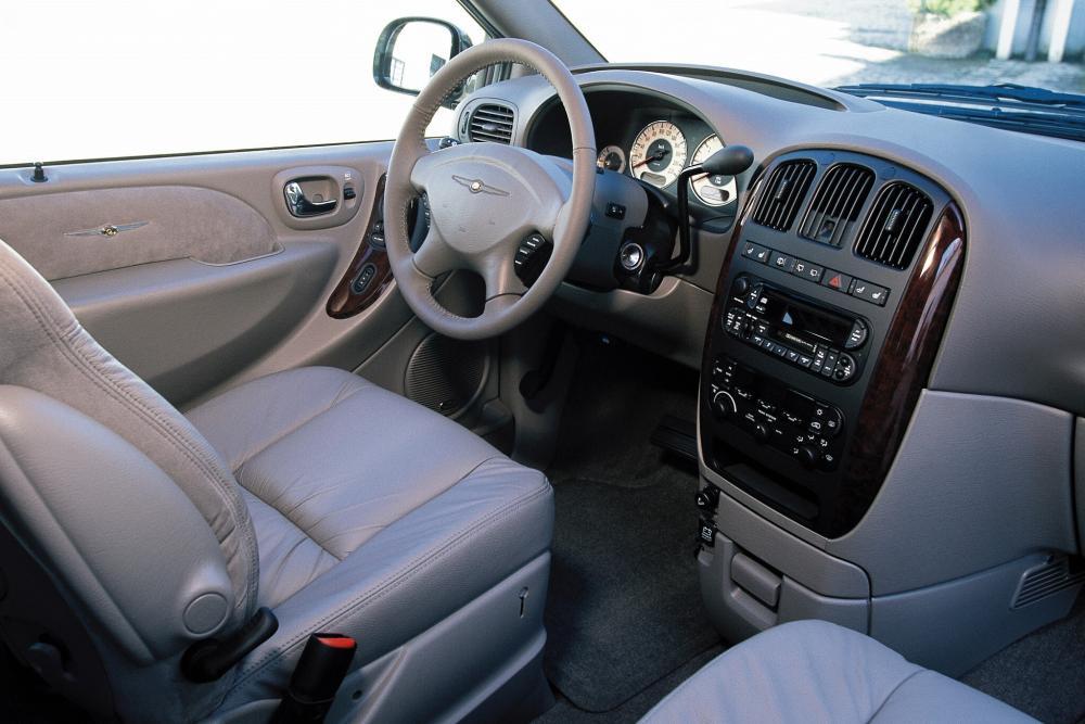 Chrysler Voyager 4 поколение (2001-2004) Минивэн интерьер