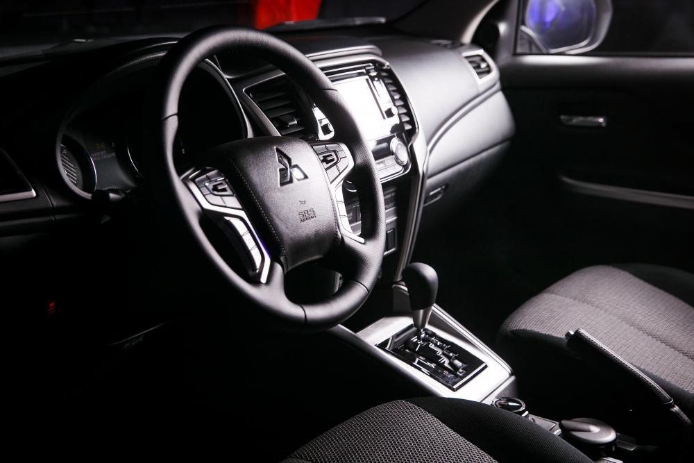 Mitsubishi L200 5 поколение рестайлинг панель приборов